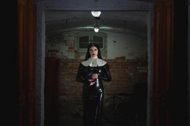 Mistress Bella Lugosi (4)