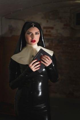 Mistress Bella Lugosi (6)